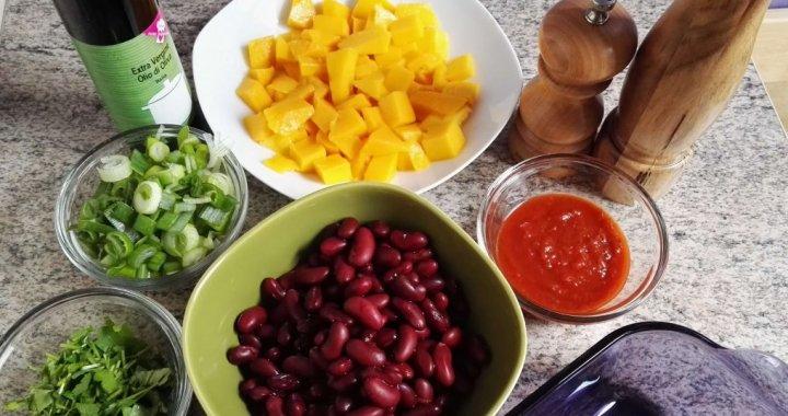 black beans, mango, green onions