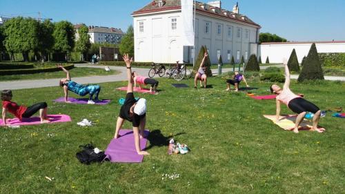 outdoor group workout with Yvi, Augarten, Vienna, Austria